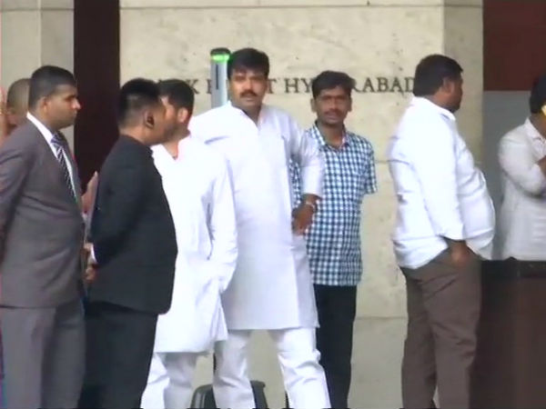 Karnataka MLAs reached Hyderabad, will stay in Taj and Park hyatt Hotels