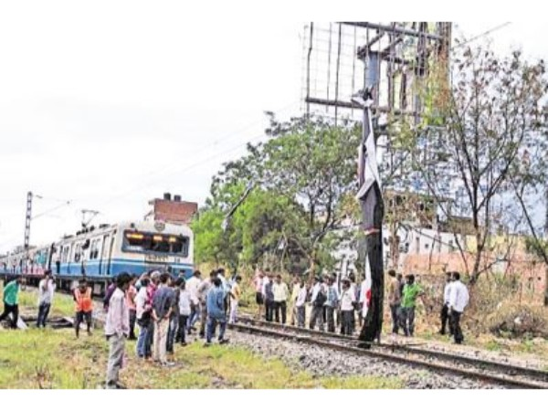 A flexi fell down on electric wires; MMTS Rail stopped