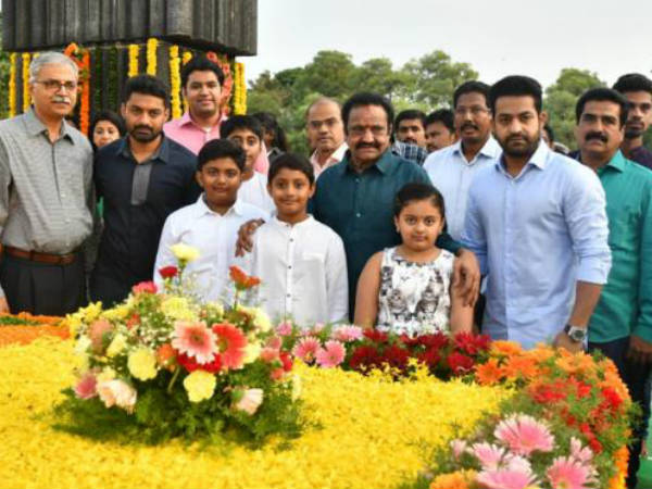 nandamuri family pay tributes to sr ntr