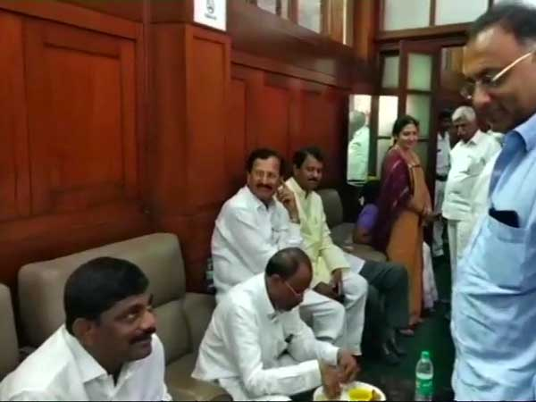 Congress DK Shivakumar seen receiving missing MLA Pratap Gowda Patil