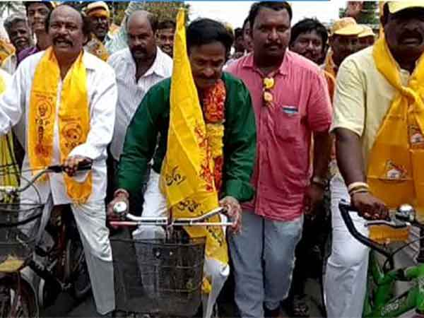 venu madhav cycle rally for AP special status