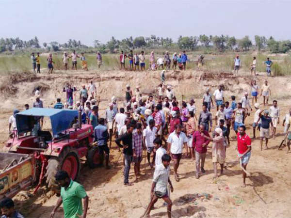 Clashes between two villages on sand quarries in the Vamsadhara river