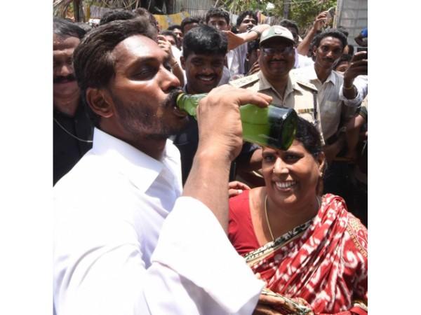 బాబు పాలనలో మంచినీళ్లూ దొరకడం లేదు: జగన్ ఫైర్, 'ప.గోకు అల్లూరి పేరు'