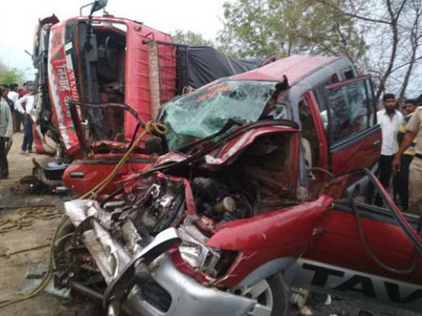 A collision between a car and a truck has left 10 dead in Maharashtra