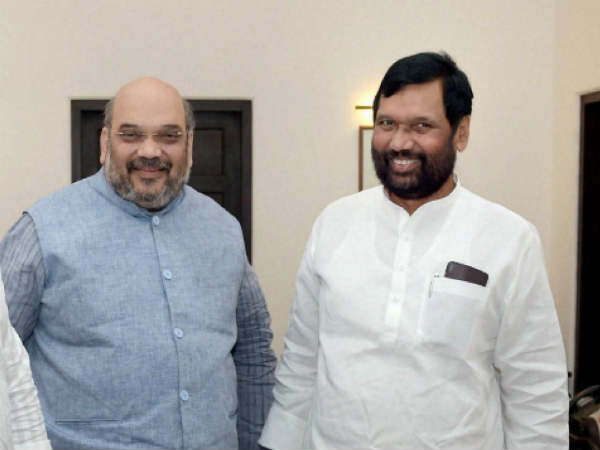 Paswan meets Amit Shah, seeks ordinance on SC, ST Act