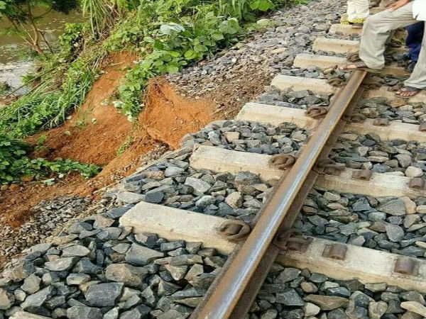 Father, Daughter duo avert major train accident, Save 2000 Lives in Tripura!