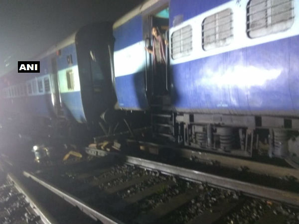 Maharashtra: Three coaches of Howrah Mail derail