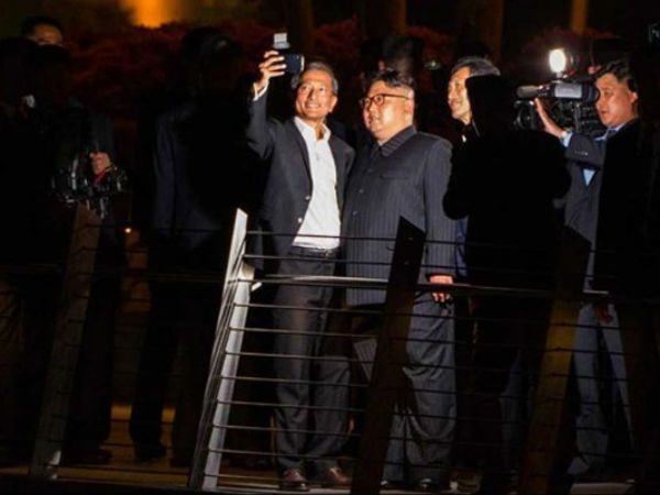Kim Jong Un, Sightseeing Dictator, Takes Selfies in Singapore