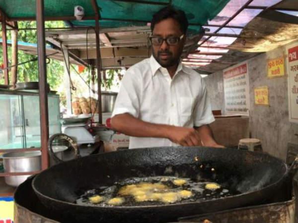 మోడీ పకోడా ఐడియా: కాంగ్రెస్ కార్యకర్త జీవితం మార్చేసింది, 35బ్రాంచీలు పెట్టేశాడు