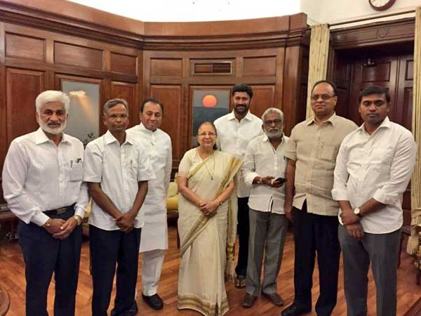 Speaker Sumitra Mahajan leaves to foreign without approving YSRCP MPs resignations