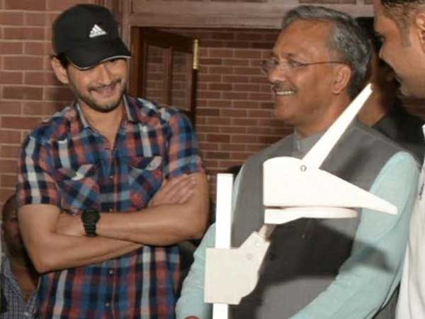 Uttarakhan CM meets Mahesh Babu in cinema set