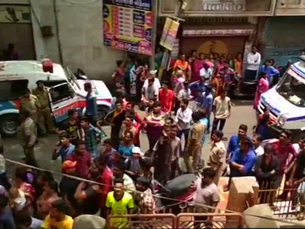 దారుణం: స్కూల్ టాయ్లెట్లో రక్తపుమడుగులో విద్యార్థి మృతదేహం