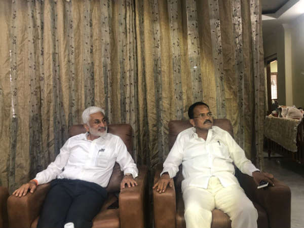 Vijaya Sai Reddy meets Mothkupalli Narsimhulu in hyderabad