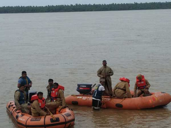 Pasuvula Lanka Boat Capsize Woman S Body Retrieved Search On For Six Girls