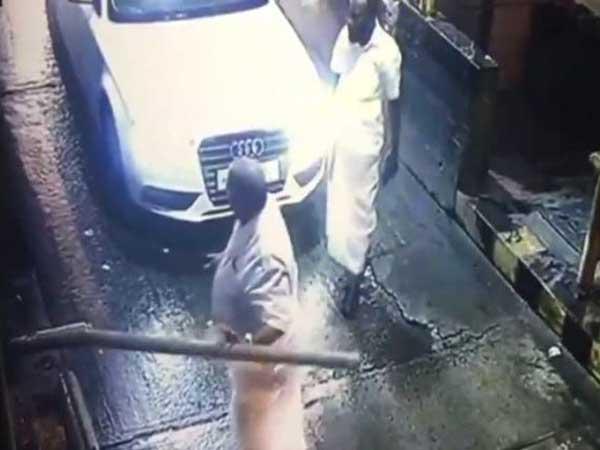 'నన్నే ఆపుతారా?': టోల్ కట్టమన్నందుకు బారియర్ విరిచేసి ఎమ్మెల్యే వీరంగం!(వీడియో)