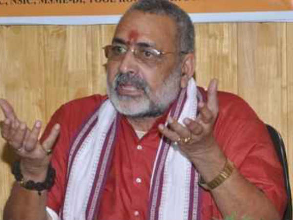 Giriraj lands in fresh controversy,visits riots accused in jail