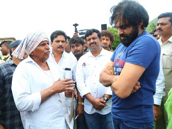 Farmers protest against Pawan Kalyan comments in Undavalli
