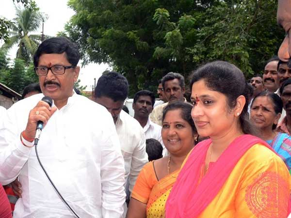 Murali Mohan and Roopa challenge to YSRCP chief YS Jagan