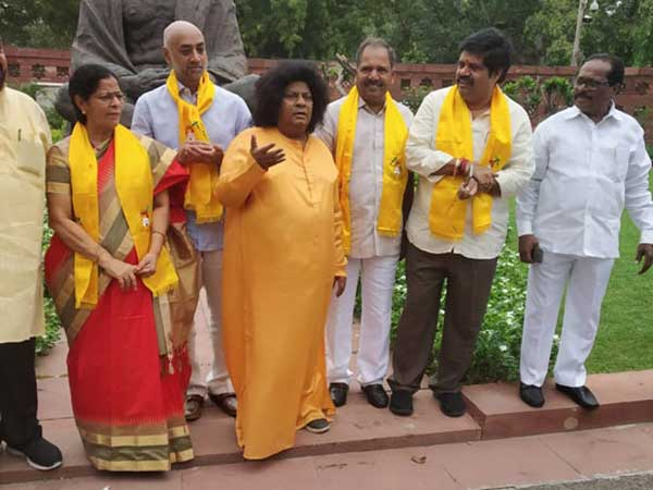 tdp mps protest at Gandhi statue in parliament compound