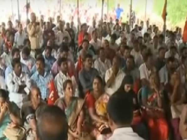 The maha dharna of teachers become strengthen
