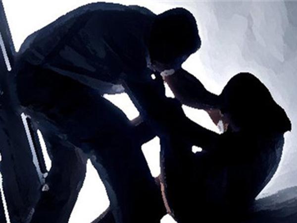 దారుణం: డ్రాప్ చేస్తానని యువతిపై అత్యాచారం చేశాడు