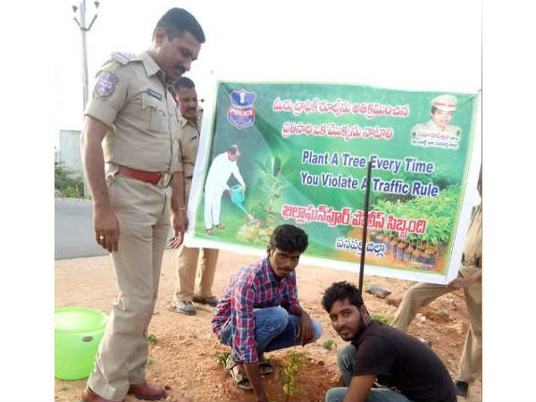Jogulamba Gadwal police orders traffic violaters to plant a sapling