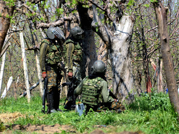 4 Army men martyred, 2 terrorists killed in Kashmir's Gurez