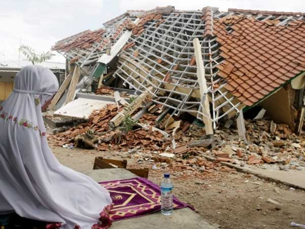 indonesian island lifted 10 inches by quake that killed nearly 400