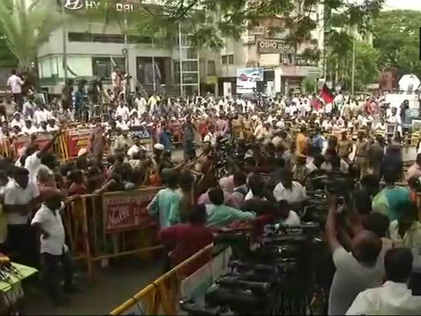 Karunanidhi Health Latest Updates: Kalaignars condition declines, security increased outside Kauvery Hospital
