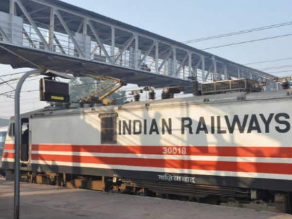 సిగ్నల్ కట్ చేసి.. యశ్వంత్పూర్ ఎక్స్ప్రెస్లో దోపిడీ, మహిళల గొలుసులు లాక్కెళ్లారు