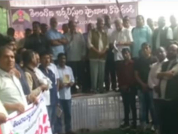Telangana Journalists Protest in Delhi against KCR Govt
