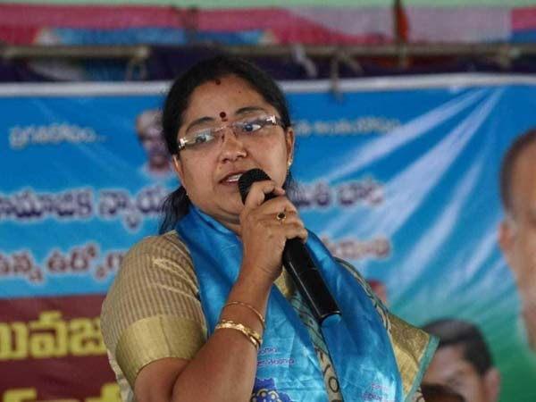 Tickets being sold for money in kodandarams party, alleges woman leader Jyothsna