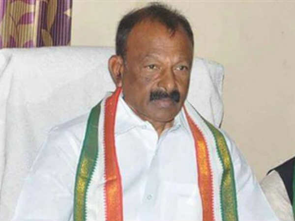 Notices to Chandra Babu are wrong:APCC Chief Raghuveera Reddy