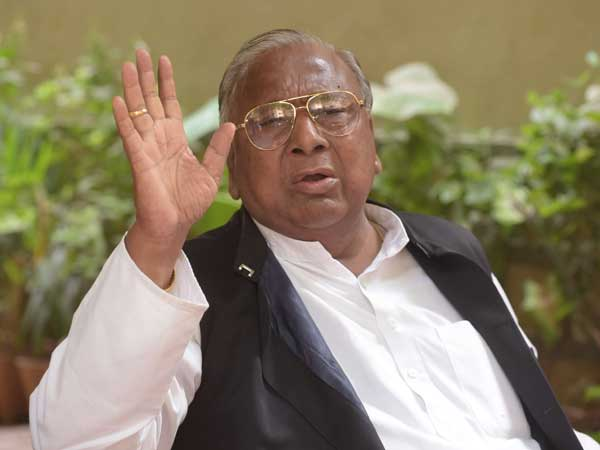 v hanumantha rao takes on at congress committee