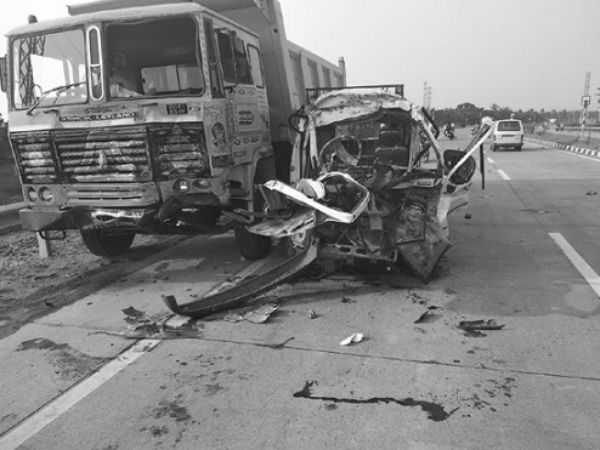 8 killed, 7 injured in East Godavaris road accident, after Lorry rams Tata Magic