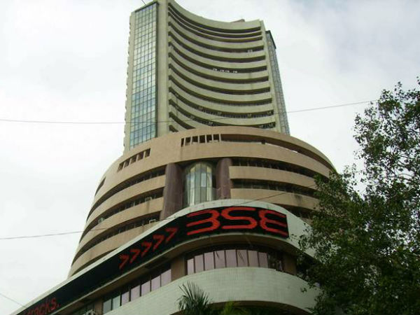 Stock market falls further: Sensex down 792 pts post RBI move