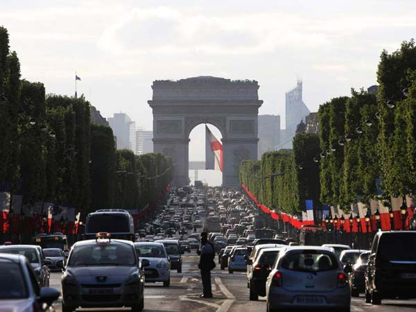 Cars banned on every Sunday in Paris to protect the city from air pollution