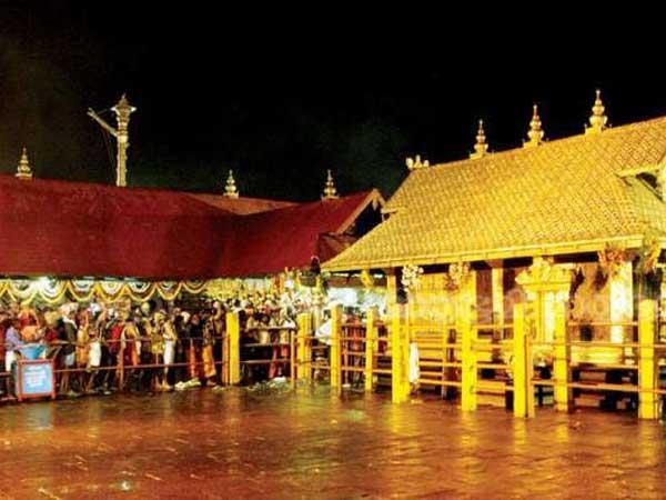 శబరిమల ఆలయంలోకి ప్రవేశిస్తానని మహిళ పోస్ట్, ఇంటిని చుట్టుముట్టారు