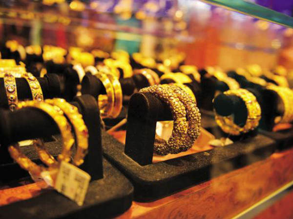 today gold price goes down by rs 250 and silver price down by rs 100