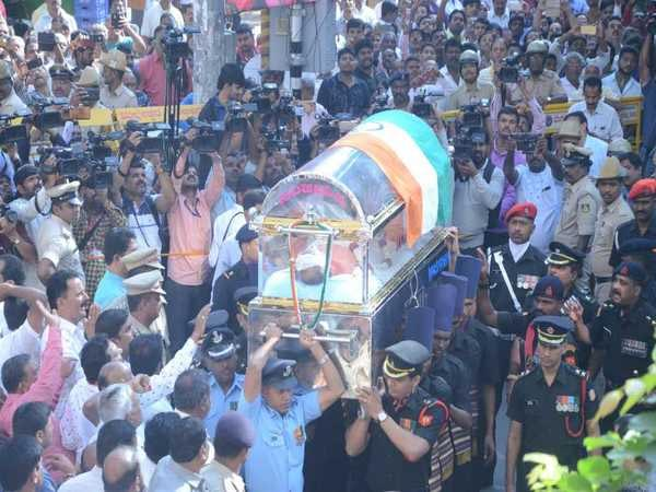 Bengaluru: Union Minister Ananth Kumar Cremated with full state honoures, leaders pay homage
