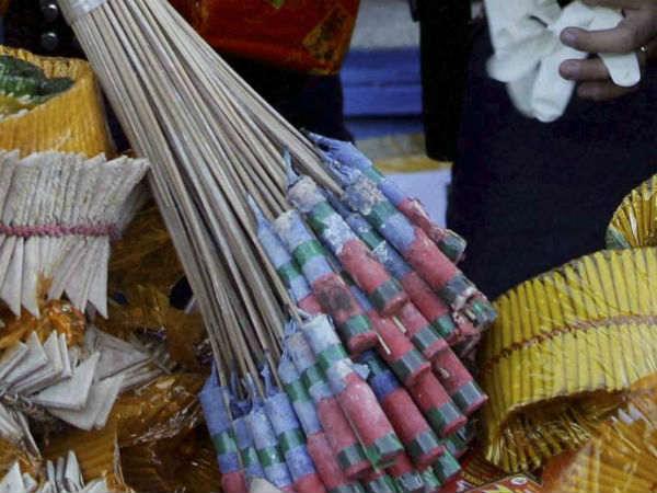 హైదరాబాద్లో టపాసుల పేల్చుకోవడంపై పోలీసుల ఆదేశాలు