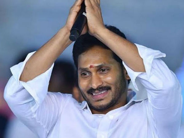 Jagans departure to Visakhapatnam airport to restart the Padayatra