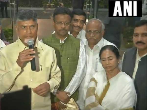 అది గుర్తించాలి: మోడీకి వ్యతిరేకంగా కాంగ్రెస్పై బాబు కీలకవ్యాఖ్యలు, 'ముఖ్యనేత'పై మమత
