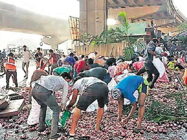 Truck carrying onions falls off bridge, locals busy stealing onion sacks instead of helping injured driver