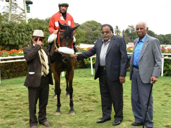 Kannada actor Ambareesh visited the Beangaluru Turf Club on November 23