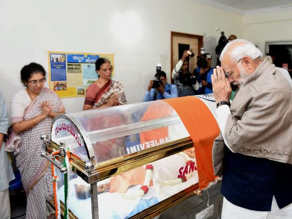 నేను ఉన్నాను, ఫ్యామిలీకి ధైర్యం చెప్పిన ప్రధాని మోడీ: నివాళులు, నమ్మలేకపోతున్నా!