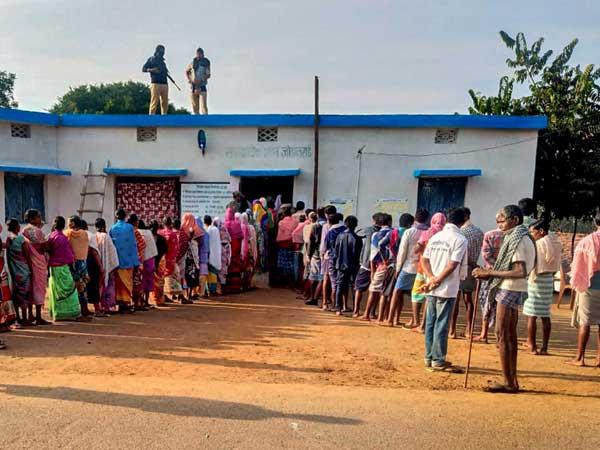 12.30 గంటలకు 25శాతం.. ఛత్తీస్ గఢ్ లో కొనసాగుతున్న పోలింగ్