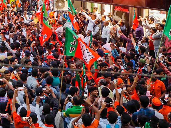 BJP earned over Rs 1000 crore in 2017-18