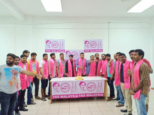 టీఆర్ఎస్ గెలుపు: మలేసియాలో టీఆర్ఎస్ విజయోత్సవాలు