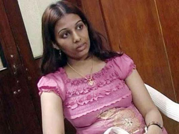 సినీ నటి తారాచౌదరిని బావ మోసం చేశాడట..! పోలీసులకు ఫిర్యాదు
